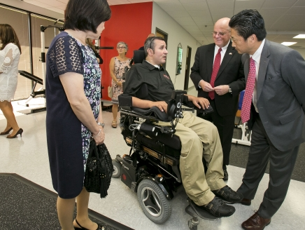 Paralyzed veteran opens spinal cord injury recovery center