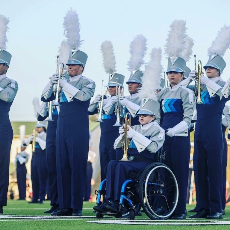 Teen In Wheelchair Marches In Macy's Thanksgiving Day Parade With Friend's Help
